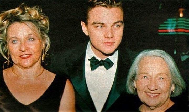 Леонардо Ди Каприо с мамой и бабушкой на премьере «Титаника»