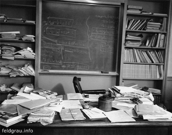 Рабочий стол Альберта Эйнштейна в момент его смерти в 1955 году