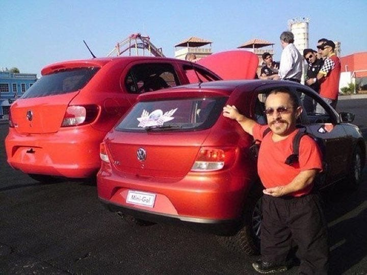В Бразилии Volkswagen выпустил на рынок специальную модель для людей карликового роста!