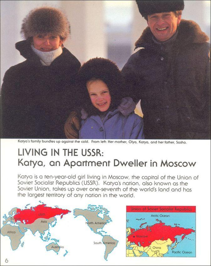 Слева направо — мама Ольга, Катя и папа Саша. Катя — 10-летняя девочка из Москвы, столицы СССР. Ее родина — Советский Союз — занимает более одной седьмой части суши и имеет самую большую площадь в мире.