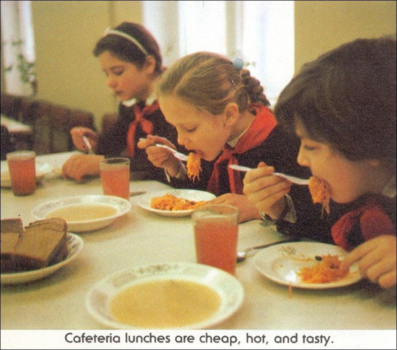 Обеды в столовой дешевые, горячие и вкусные.
