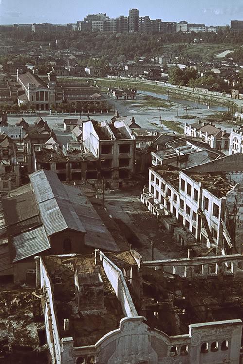 22. Здания, прилегающие к Центральному рынку, были серьезно повреждены в годы войны.