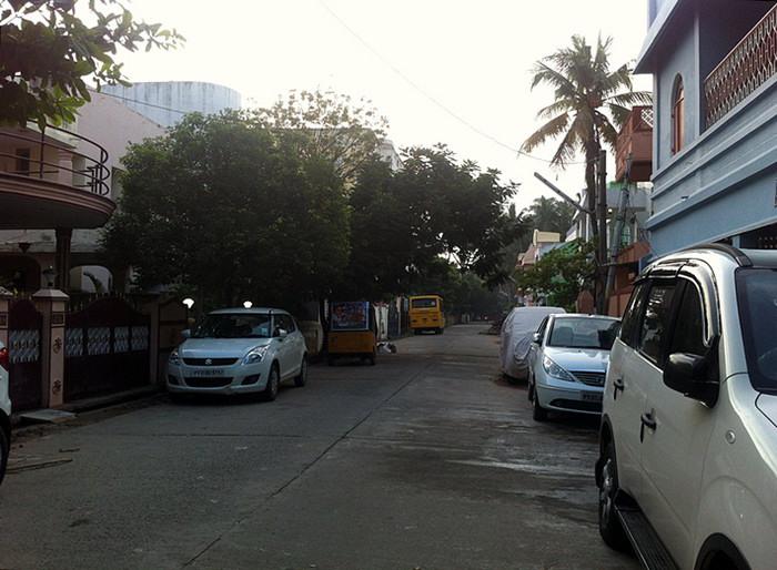 6. Возможность застать просыпающийся город - одна из причин, по которой я решилась на раннее вставание. Приятное солнце, прохлада, пустые улицы, закрытые палатки, спокойствие и тишина.. Всего этого не встретишь с 9 утра и до самой ночи)