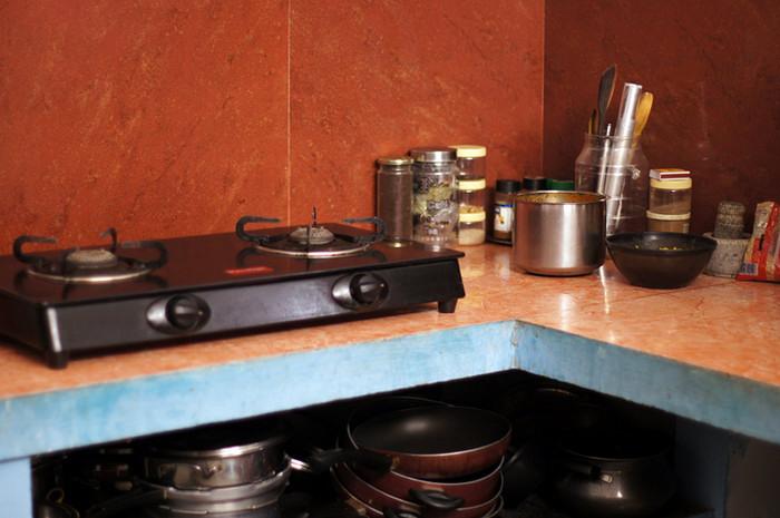 24. Обед у нас тоже готовит свекровь. Потом раскладывает по плошкам и оставляет на кухонном столе.