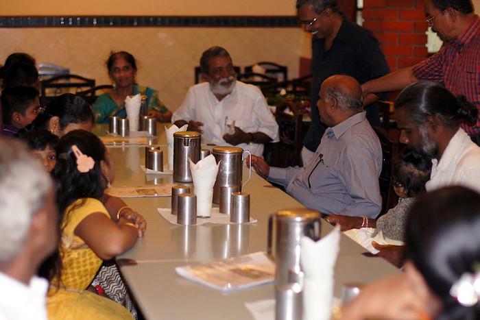 45. В индийских кафе и ресторанах на столах всегда стоит вода и стаканы. Пить ее можно бесплатно в любых количествах. И да, за все 4 года тут я еще ни разу не отравилась)