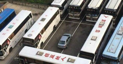 умеет парковаться
