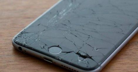 разбитым телефоном