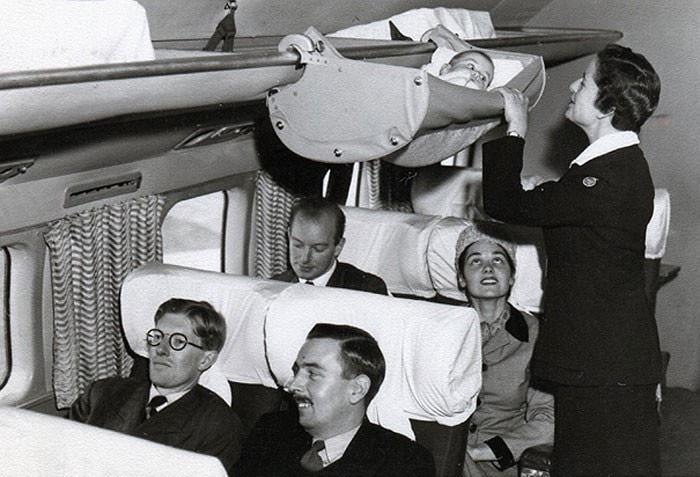 7. Всего несколько десятилетий назад дети летали на самолётах именно так, 1950-е годы