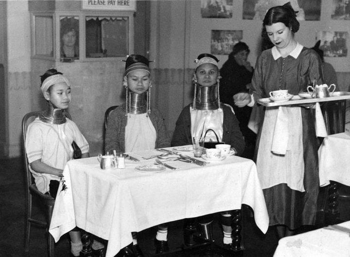 10. Девушки из Бирмы пьют чай. Англия, 1935 год
