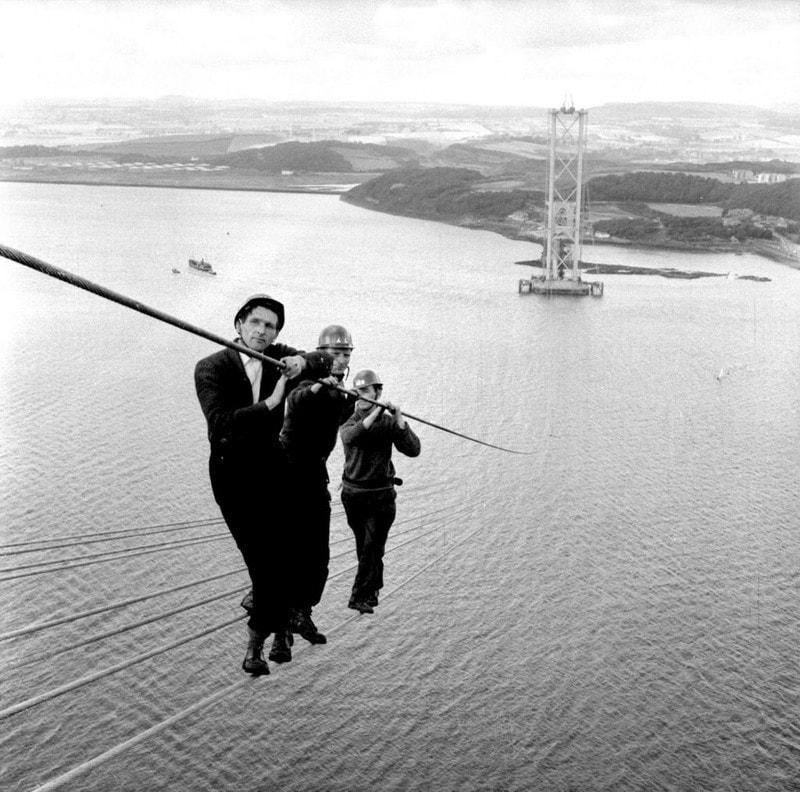 17. Рабочие на строительстве моста Форт-Бридж-Роуд в Шотландии, 1961 год