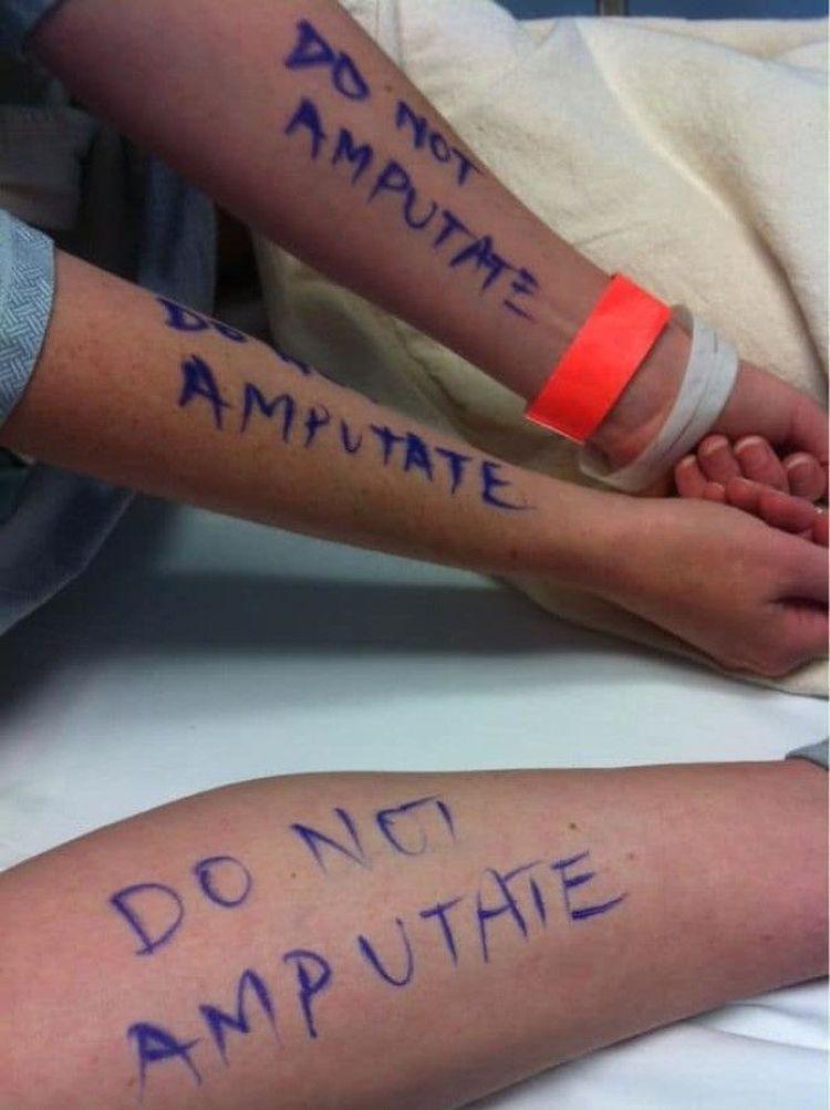 «Когда мне делали небольшую операцию, муж хотел полностью меня обезопасить и поэтому написал мне на руках и ногах: «Не ампутировать»