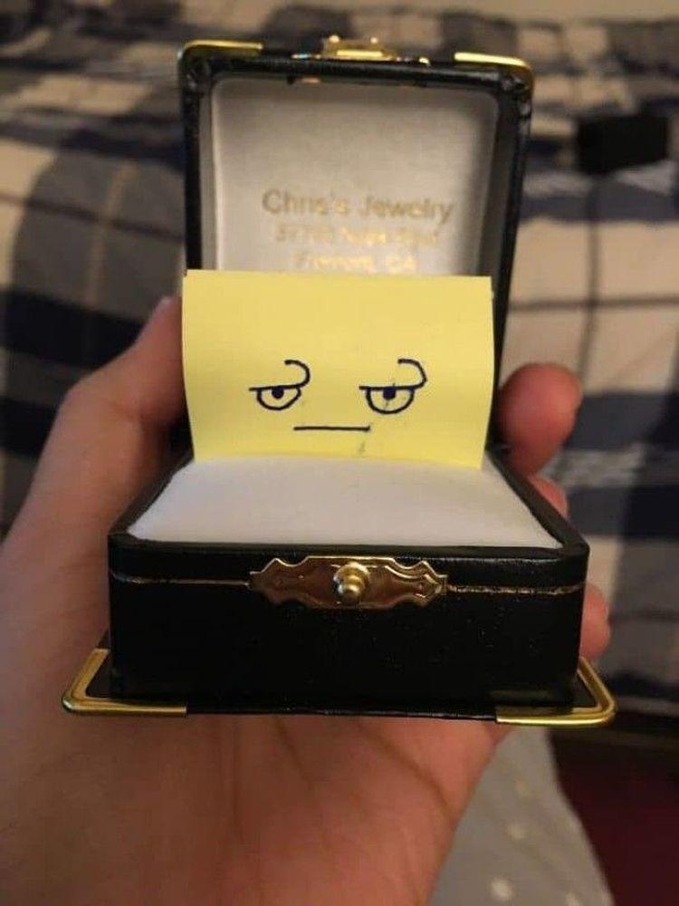 «Парень не хотел, чтобы я случайно увидела кольцо, с которым он собирался делать мне предложение»