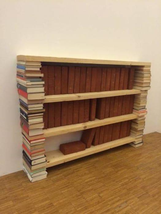 Полка из книг для кирпичей. У вас такой еще нет?