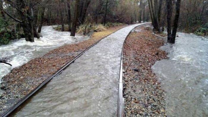 Железная дорога превратилась в речку