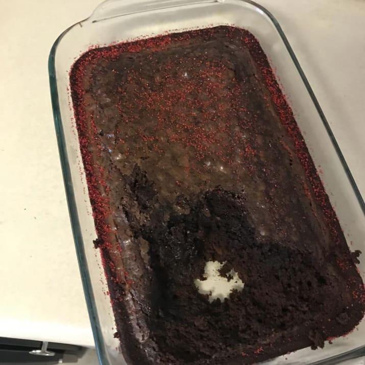 Испечешь кекс, оставишь опрометчиво, приходишь… а его уже продегустировали