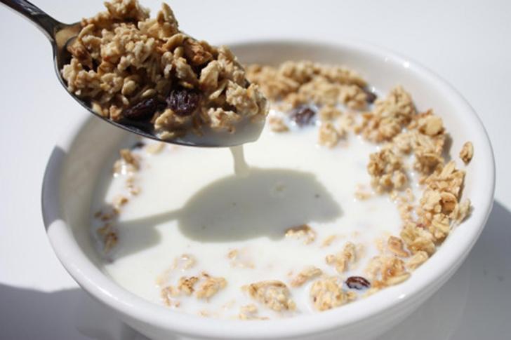 Молоко, которое мы видим в рекламе, чаще всего таковым не является.