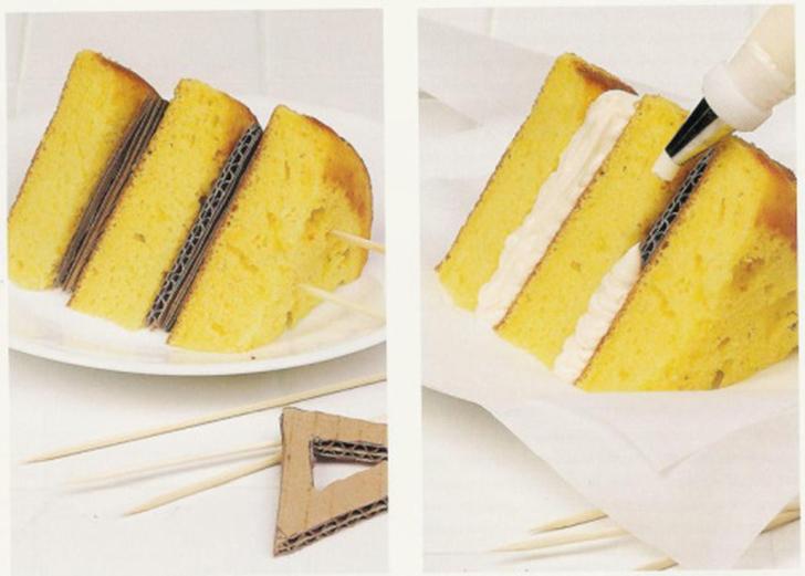 Тортики тоже снимаются непросто. Идеальные слои бисквита проложены кусками картона, который прикрывают небольшим количеством взбитых сливок или крема, хотя порой достаточно и пены для бритья.