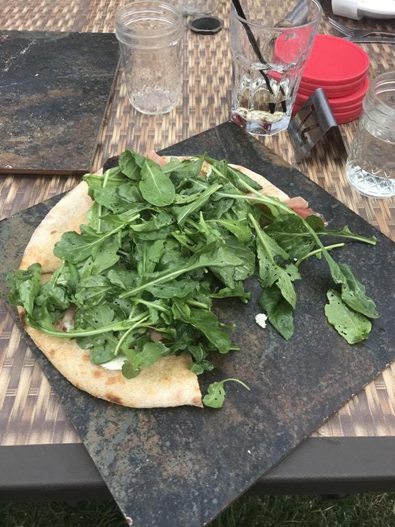 16. «Мне принесли кусок пиццы на напольной плитке»