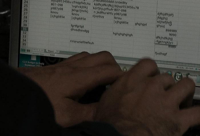 3. В фильме «Немыслимое» есть момент, где герой пытается обезвредить бомбу с помощью… программы Excel