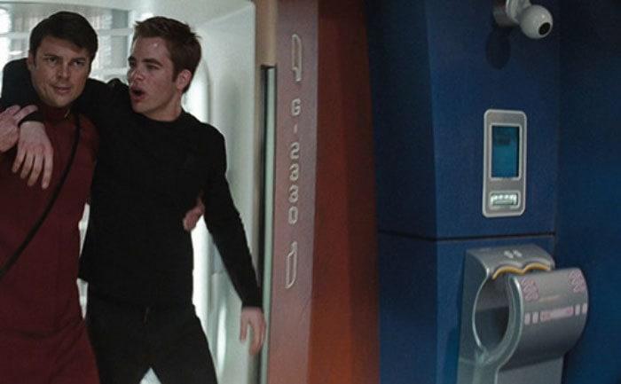 4. В фильме «Звёздный путь» 2009 года обыкновенная сушилка для рук Dyson Airblade была представлена как одна из технологий космического корабля