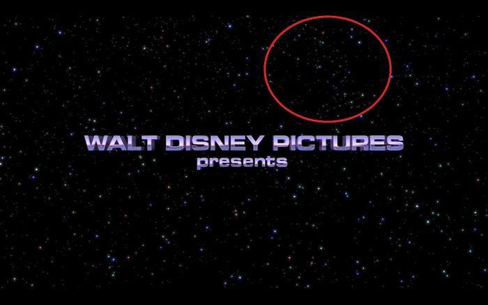 17. В самом первом кадре мульфильма «История игрушек 2» среди звёзд спрятан логотип компании Pixar — их знаменитая лампа