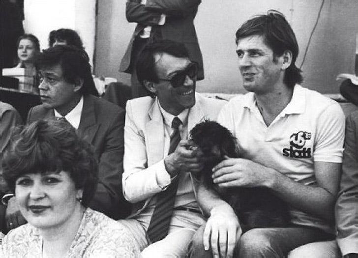 1. Николай Караченцов, Олег Янковский и Александр Абдулов на футбольном матче, 1984 год.