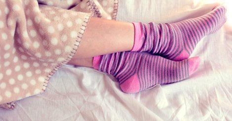 надеть носки