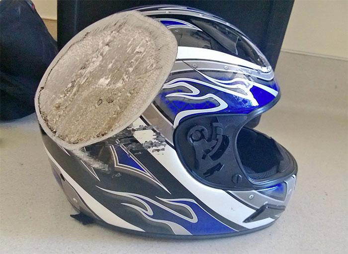 1. Если бы не шлем, водитель не выложил бы это фото
