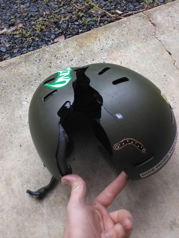 9. Надевать шлем в снежную погоду особенно важно