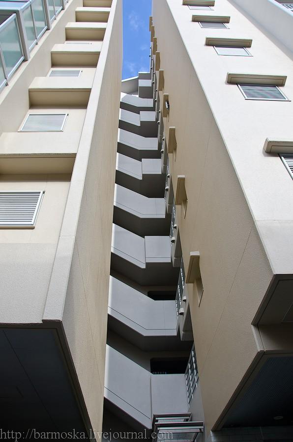 4. Этажей в доме немного, но в нем, в отличие от многих других новостроек Осаки, большинство квартир многометражки.