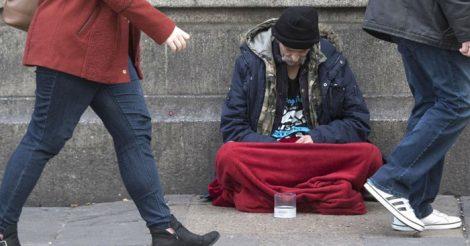 с бездомностью