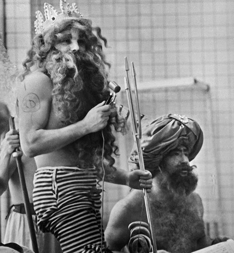 2. Вечеринка в «Звездном городке», которая была устроена в честь космонавтов весной 1965 года. Слева — Юрий Гагарин, справа — Алексей Леонов.