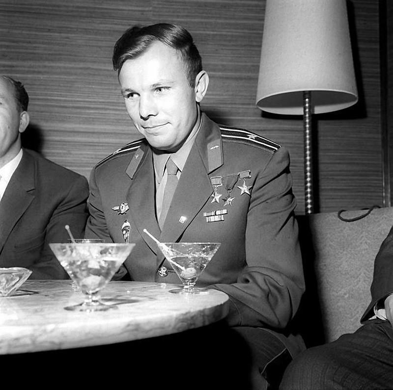 8. В загранпоездке. После своего полета Гагарин посетил несколько десятков стран.
