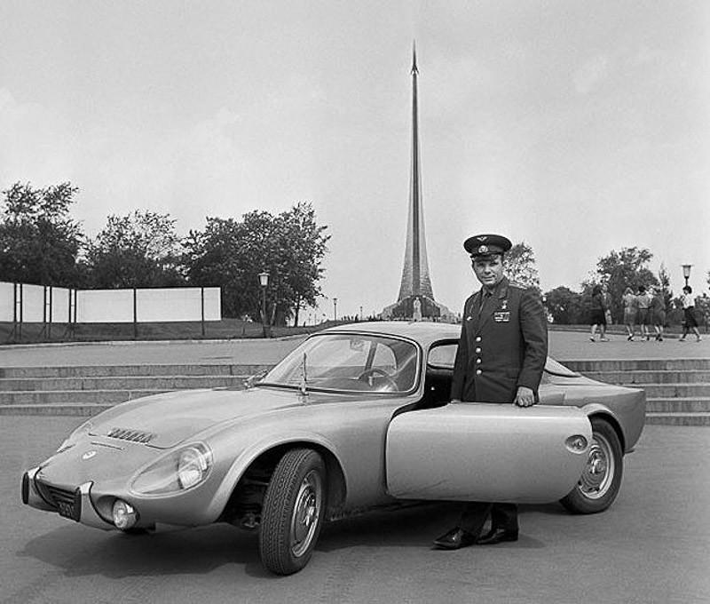 12. Подарок французской компании Matra: спортивный автомобиль Matra Djet. 1965 год.