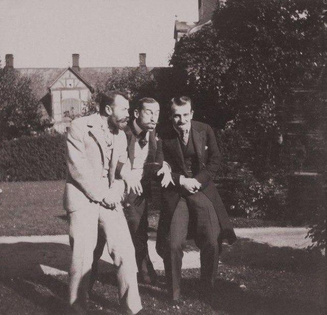 Император Николай II, принц Греческий Николай и мужчина из близкого окружения.