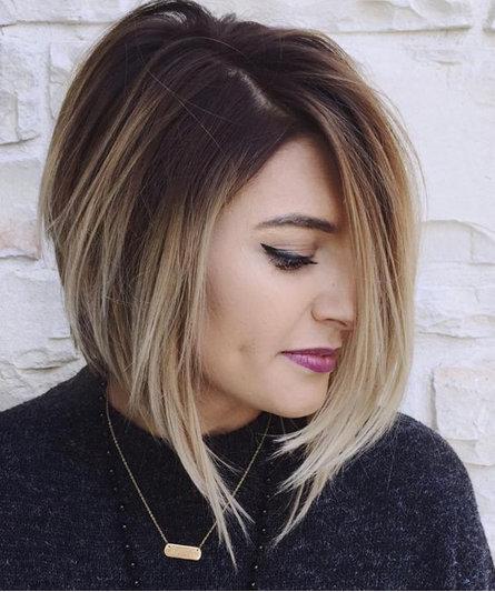15. Если вам не нравятся асимметричные стрижки, постригите коротко волосы сзади и оставьте передние локоны длиннее. Очень стильно!