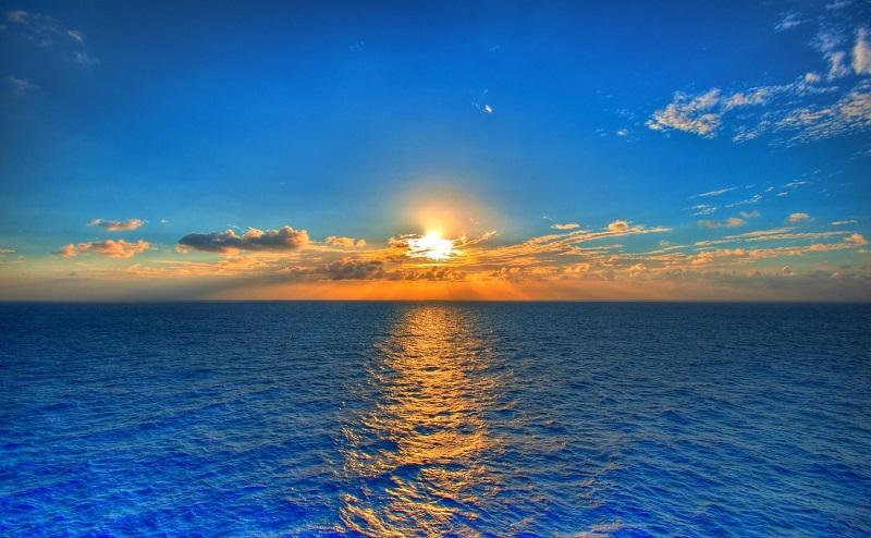 11. В одном стакане воды молекул больше, чем стаканов воды во всех океанах планеты вместе взятых.