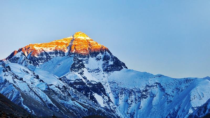 14. На вершине Эвереста уже есть мобильная связь. 8 848 м над уровнем моря!