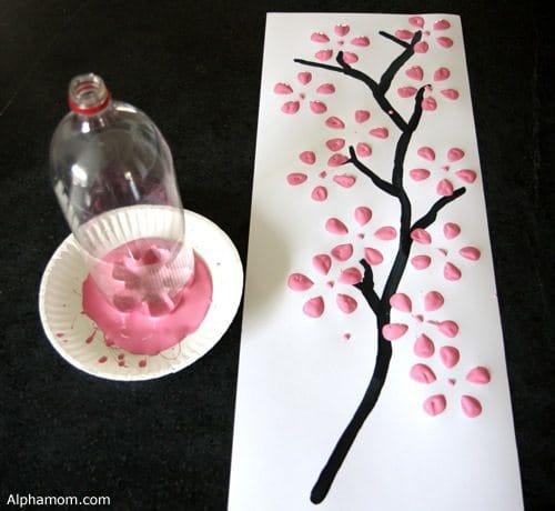 А как вам использование бутылки в качестве альтернативы кисти художника?