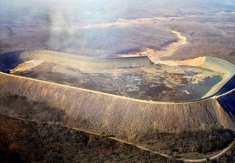 Верхний резервуар после прорыва стены