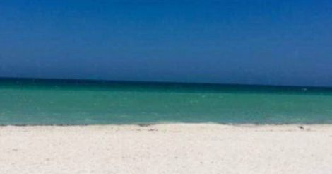 изображён пляж