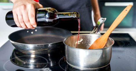 Как нужно добавлять вино