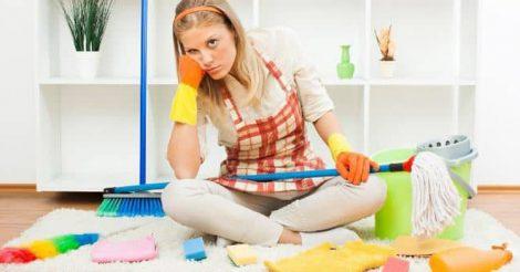 вытирать пыль в доме