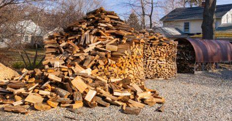 дрова на улице намокнут